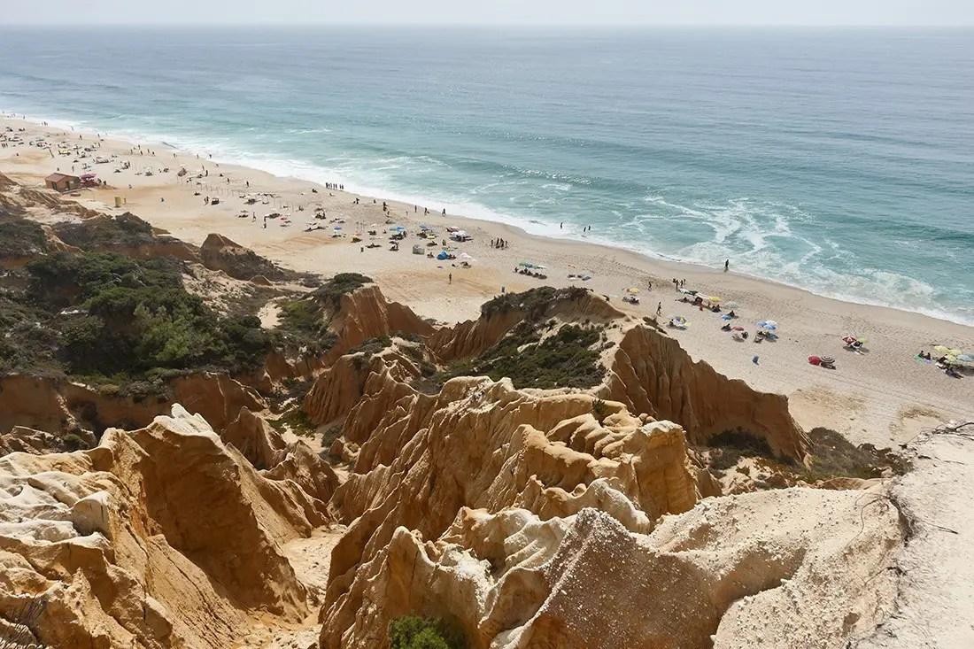 sandstone-cliffs-in-gale-beach-comporta