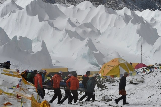 Nepal Earthquake Triggers Everest Avalanche At Least 17 People Died