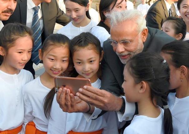 """alt=""""Narendra Modi Selfie with Daughter"""""""