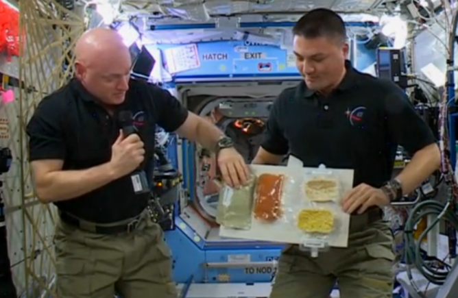 """alt=""""American Astronauts Thanksgiving Meal on ISS"""""""