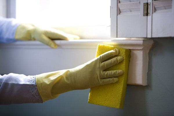Women who regularly use cleaning supplies are prone to lung damage