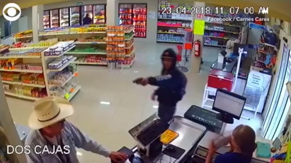 Man rocking cowboy hat stops robbery in Mexico