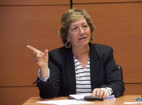 Pilar González de Frutos, presidenta de UNESPA, durante su intervención en la cuarta jornada del curso organizado por APIE y el Banco Popular.