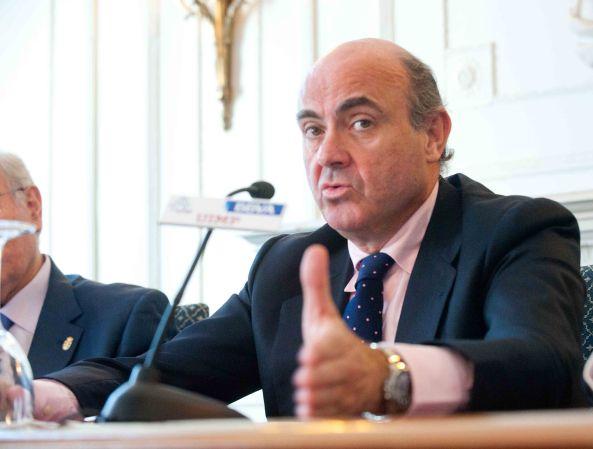 Luis de Guindos, Ministro de Economía y Competitividad, durante su intervención en el Curso de Verano de la UIMP organizado por la APIE.