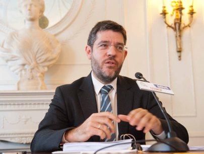 Alberto Nadal, Secretario de Estado de Energía, durante su intervención en el Curso de Verano organizado por la APIE en la UIMP.