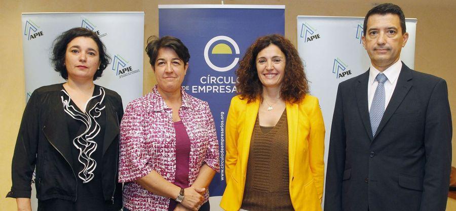 De izquierda a derecha, Yolanda Fernández, Directora Técnica del proyecto; Elena Pisonero, Directora del Proyecto, Yolanda Gómez Rojo, vicepresidenta de APIE, y Rafael Domenech, Economista Jefe de BBVA Research.