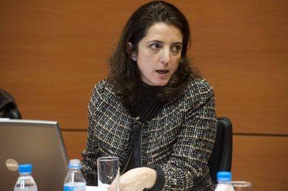 Un momento de la intervención de Rosana Navarro, Secretaria General de Coordinación Autonómica y Local, en el curso organizado por la APIE y el Banco Popular.