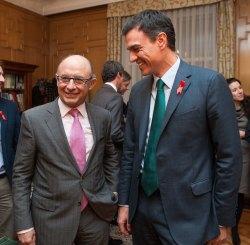 Cristóbal Montoro, Premio Tintero 2014, junto a Pedro Sánchez, nuevo Socio de Honor de la APIE.