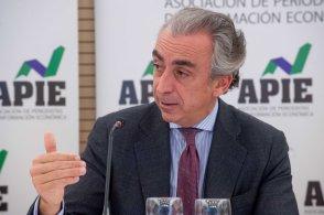 Miguel Ferre, Secretario de Estado de Hacienda, en un momento del almuerzo de prensa que cerró la Tercera Jornada del Curso de Periodismo de la APIE.