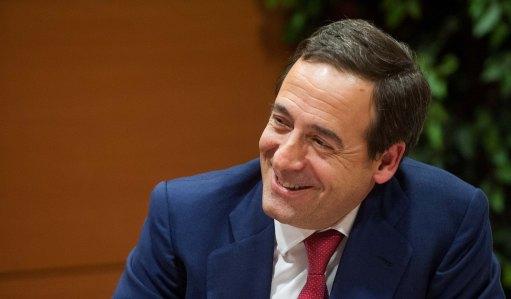 Gonzalo Gortázar, Consejero Delegado de Caixabank, durante su intervención en la Quinta Jornada del Curso de Economía organizado por APIE.