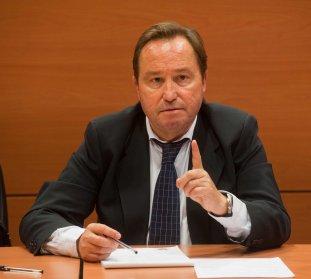 Fermín Yébenes, portavoz de la Unión Progresista de Inspectores de Trabajo (UPIT), durante su intervención en la VI jornada del Curso de Economía para Periodistas Organizado por APIE.