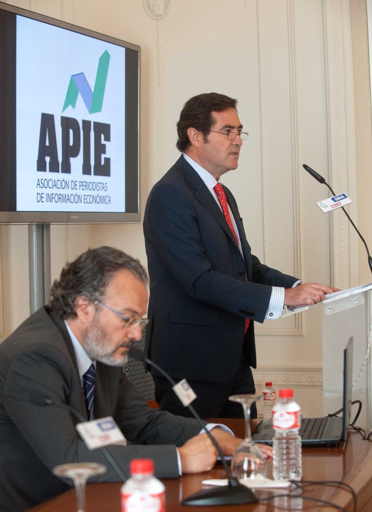 Antonio Garamendi, presidente de CEPYEm, durante su intervención en el Curso de Verano organizado por APIE en la UIMP.