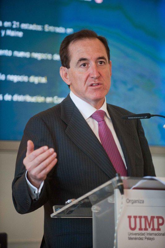 Antonio Huertas, presidente de MAPFRE, durante su intervención en el Curso de verano organizado por APIE en la UIMP.