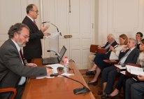 Fernando Restoy, subgobernador del Banco de España, durante su intervención en el Curso de Verano de la APIE en la Universidad Internacional Menéndez Pelayo. Entre el público, Elvira Rodríguez, presidenta de la CNMV, y Jose María Marín Quemada, presidente de la CNMC.