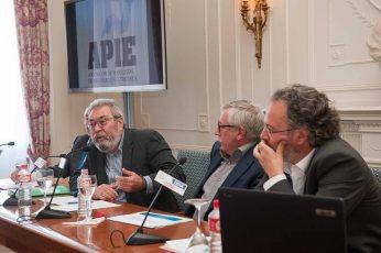 Cándido Méndez, Secretario General de UGT, junto a Ignacio Fernández Toxo, Secretario General de Comisiones Obreras, durante su intervención en el Curso de Verano de la APIE.