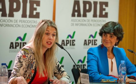Liz Fleming y María Benjumea, Vicepresidenta Internacional y fundadora de Spain Startups, durante la presentación organizada con la APIE de la feria de emprendedores South Summit 2015.