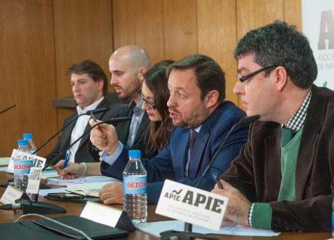 Un momento del debate organizado por la APIE con los responsables de economía de los principales partidos políticos.
