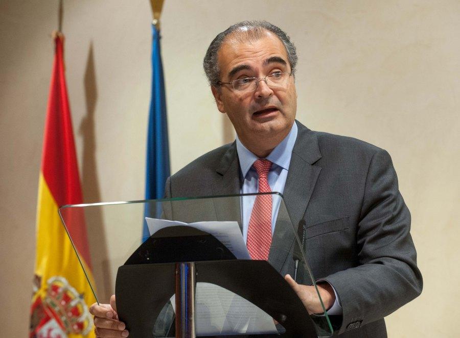 Ángel Ron Güimil, Presidente del Banco Popular, durante sus palabras de agradecimiento tras recibir el accésit al premio Tintero 2015.