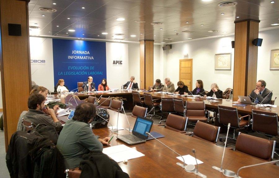 Un momento de la jornada conjunta organizada por APIE y la CEOE sobre el análisis de la evolución de la legislación laboral.