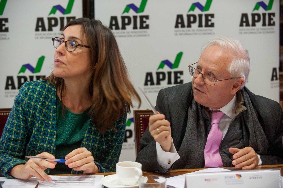 Nuria Vilanova y José Ramón Pin en un momento de la presentación del XI Informe sobre Juntas Generales de las Empresas del Ibex.