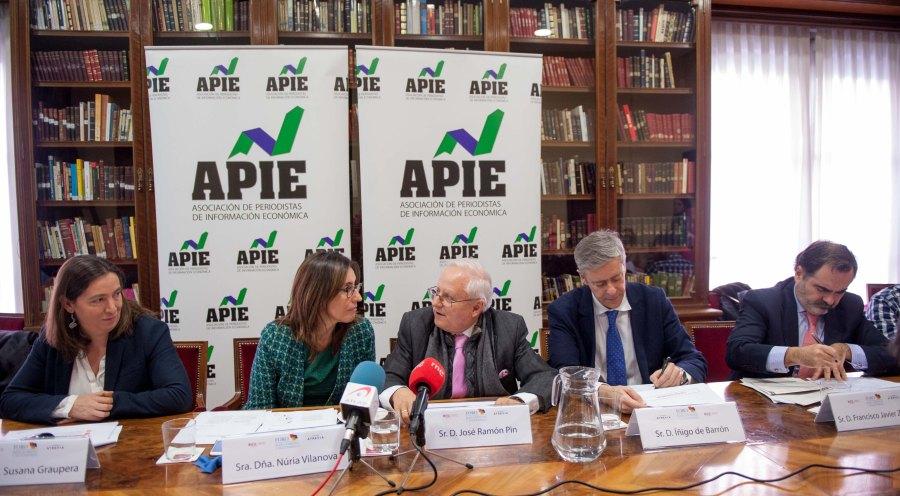 De izquierda a derecha, Susana Graupera, Nuria Vilanova, José Ramón Pin, Francisco Javier Zapata e Iñigo de Barrón, durante la presentación del XI Informe sobre Juntas Generales de las Empresas del Ibex.