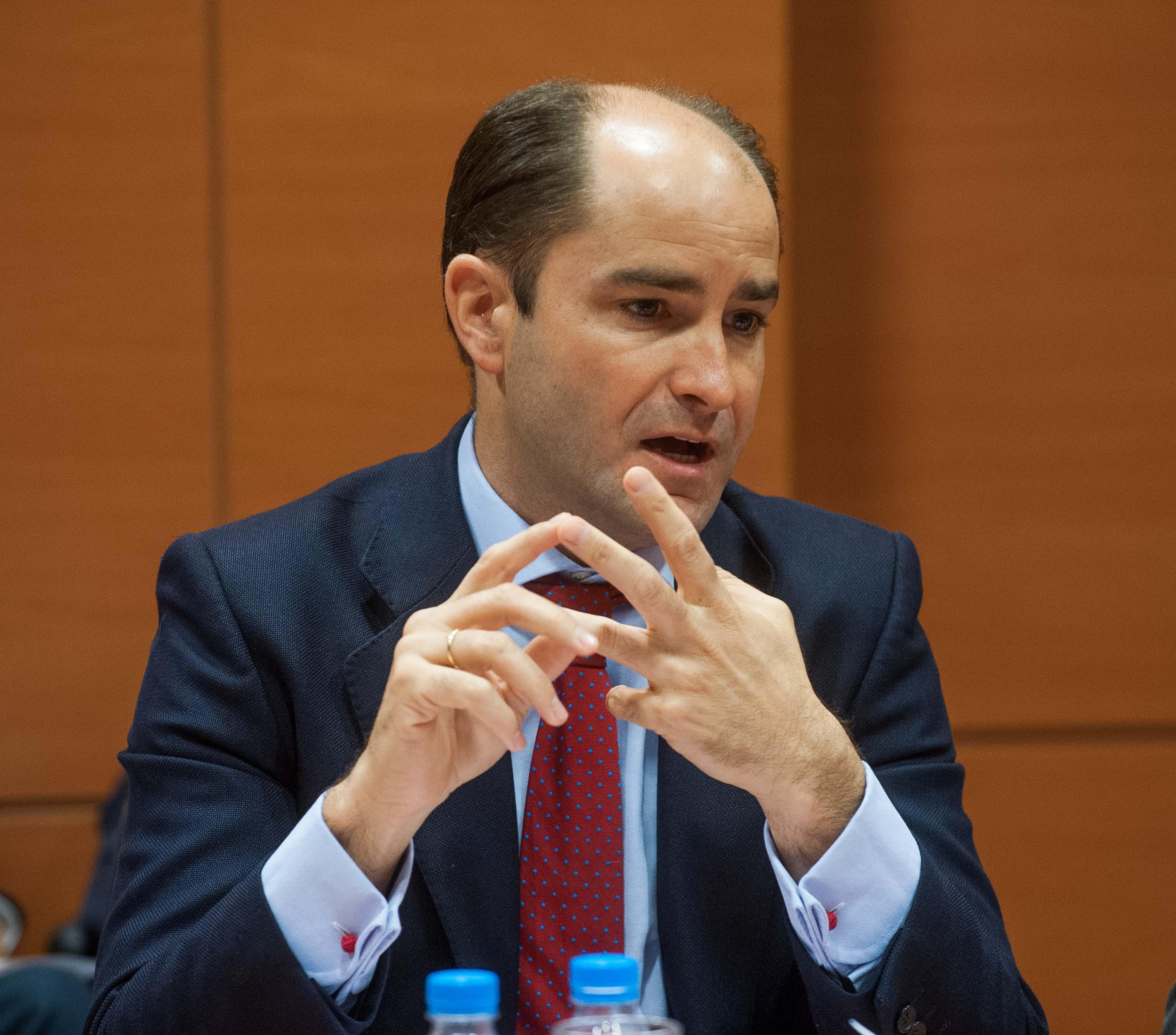 Juan Pablo Riesgo, Secretario de Estado de Empleo, en el debate sobre la reforma laboral durante la Segunda Jornada del Curso de Economía para Periodistas Organizado por APIE con la colaboración del Banco Popular.