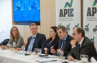 Un momento del almuerzo de prensa con Luis Miguel Gilpérez, presidente de Telefónica España, con que concluyó la tercera jornada del XXIX Curso de Economía para Periodistas organizado por APIE con la colaboración del Banco Popular.