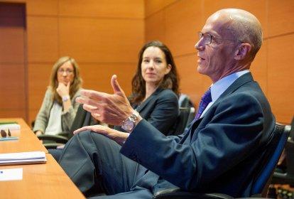Un momento de la intervención de Pedro Peña, de Vodafone España, en la tercera jornada del XXIX Curso de Economía para Periodistas organizado por APIE con la colaboración del Banco Popular.