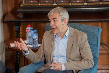 Luis Garicano, responsable de economía de Ciudadanos, durante su intervención en el debate económico organizado por la APIE en su curso de verano en la Universidad Menéndez Pelayo de Santander.