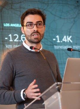 Carles Lloret, director general de Uber, durante su intervención en el curso de economía organizado por APIE en la Universidad Menéndez Pelayo de Santander.