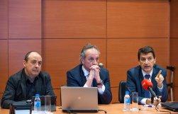 Un momento del debate sobre pensiones que tuvo lugar en la segunda jornada del Curso de Economía organizado por APIE. De izquierda a derecha, Carlos Bravo (CC OO), Diego Valero (Novaster), y Rafael Doménech (BBVA).