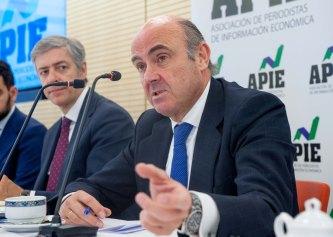 Luis de Guindos, Ministro de Economía, Industria y Competitividad, durante el almuerzo de prensa.