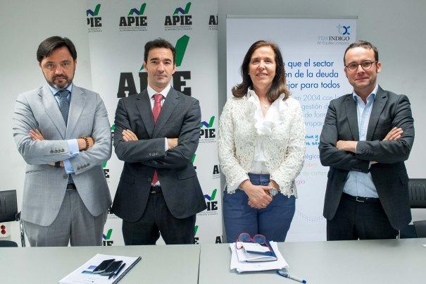 De izquierda a derecha, Andrés Dulanto Scott, de la Junta Directiva de APIE, Íñigo Mato, Managing Director de Global Debt Sale de TDX Indigo, Cristina Aparicio, presidenta de ANGECO, y Antón Alfaya, Managing Director de TDX Indigo, en el desayuno de prensa organizado por APIE.