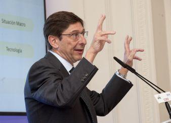 Jose Ignacio Goirigolzarri, Presidente de Bankia, durante su intervención en el curso de economía organizado por APIE en la Universidad Internacional Menéndez Pelayo de Santander.