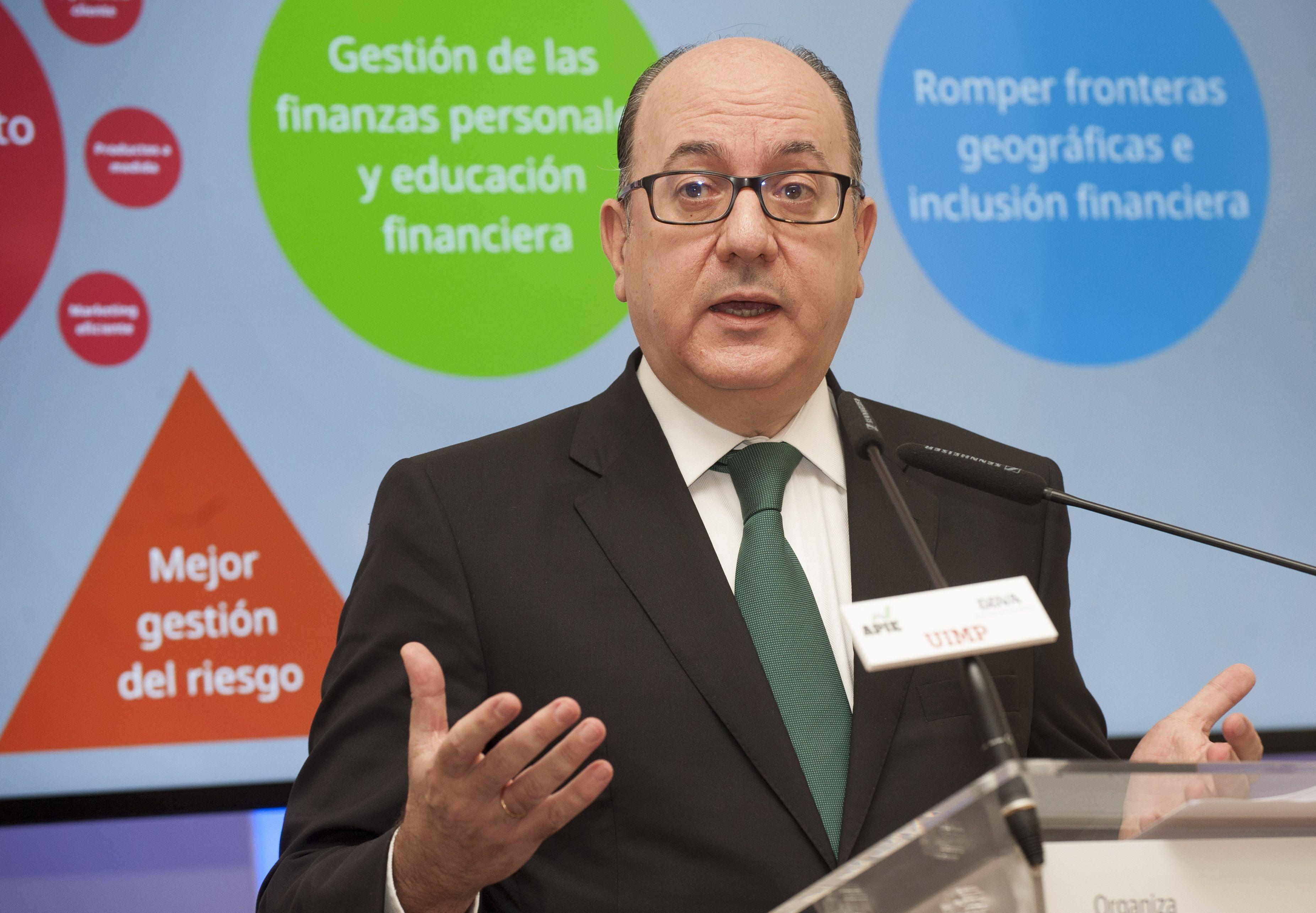 José María Roldán, presidente de la Asociación Española de Banca (AEB), durante su intervención en el curso de economía organizado por APIE en la Universidad Internacional Menéndez Pelayo de Santander.