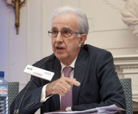 Javier Alonso, Subgobernador del Banco de España, durante su intervención en el curso de economía organizado por APIE en la Universidad Internacional Menéndez Pelayo de Santander.