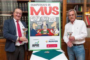 Roberto Santos y Antonio Lago, ganadores del Primer Premio en el XXIV Campeonato de Mus de la APIE.