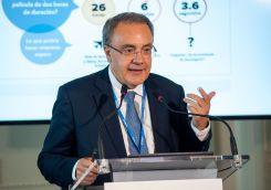 Tobías Martínez, presidente y CEO de Cellnex Telecom, durante su intervención en el Curso de Economía organizado por la APIE en la Universidad Menéndez Pelayo de Santander.