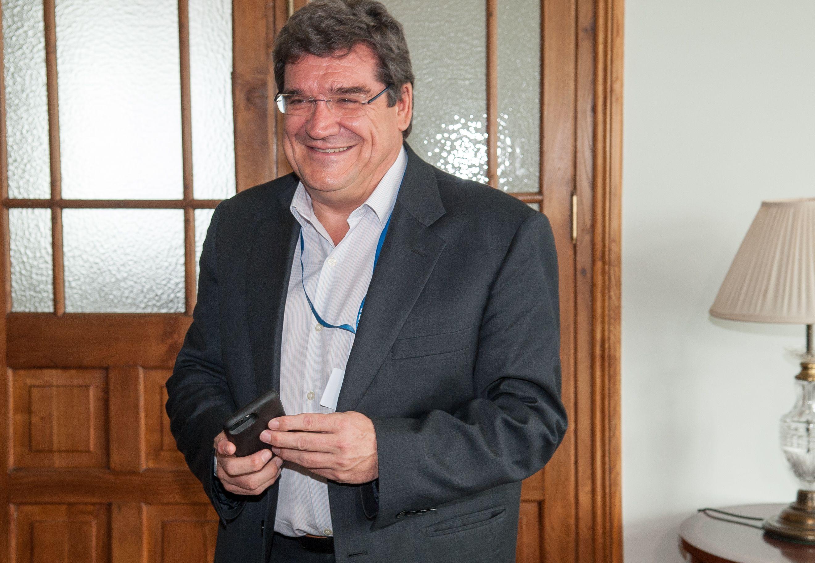 Jose Luis Escrivá, presidente de la Autoridad Independiente de Responsabilidad Fiscal (AireF) durante su intervención en el Curso de Economía de la APIE en la Universidad Menéndez Pelayo de Santander.