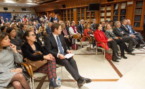 Una vista general del salón de actos de la Asociación de la Prensa de Madrid durante la entrega de los premios Tintero y Secante 2018 de la Asociación de Periodistas de Información Económica.