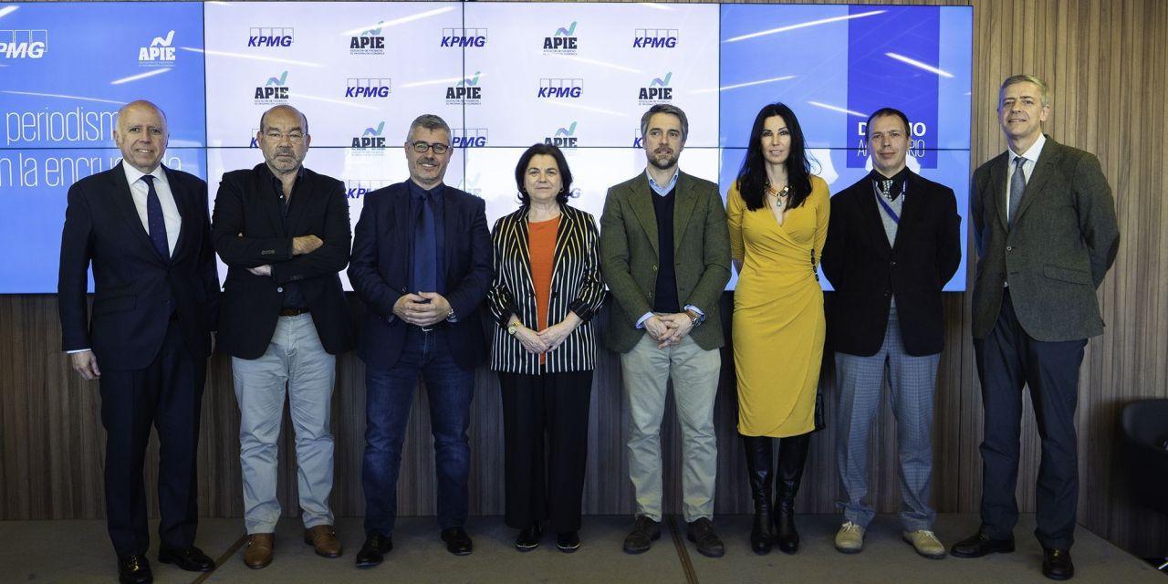 APIE y KPMG celebran diez años de colaboración con un debate sobre periodismo