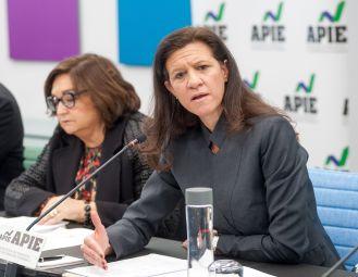 María Victoria Zingoni, Directora General de Negocios Comerciales y Química de Repsol, durante su intervención en la I Jornada del XXXII Curso de Economía para Periodistas organizado por APIE.