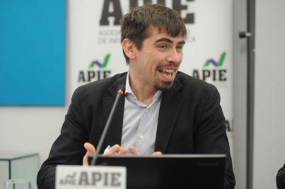 David Bartolomé, Responsable de Negocio para el Sur de Europa de Car2go, durante su intervención en la I Jornada del XXXII Curso de Economía para Periodistas organizado por APIE.