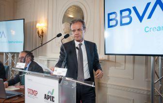 Jordi Gual Solé, presidente de CaixaBank, durante su intervención en el Curso de Economía organizado por la APIE en la UIMP de Santander.