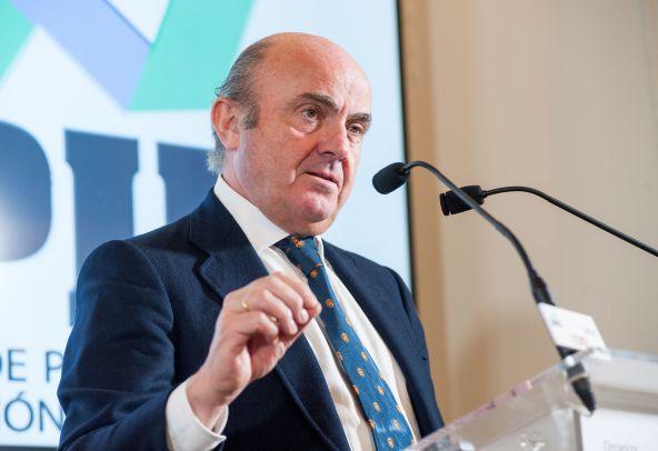 Luis de Guindos, vicepresidente de Banco Central Europeo, durante su intervención en el Curso de Economía organizado por la APIE en la UIMP de Santander.
