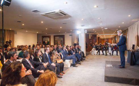 Íñigo de Barrón Arniches, Presidente de APIE, durante su discurso de bienvenida en la ceremonia de premios Tintero y Secante 2019.