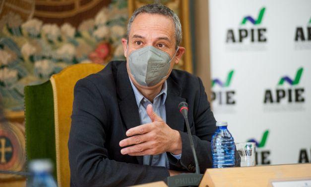 """Raymond Torres: """"Sin el teletrabajo, el daño causado por la pandemia habría sido mucho peor""""."""