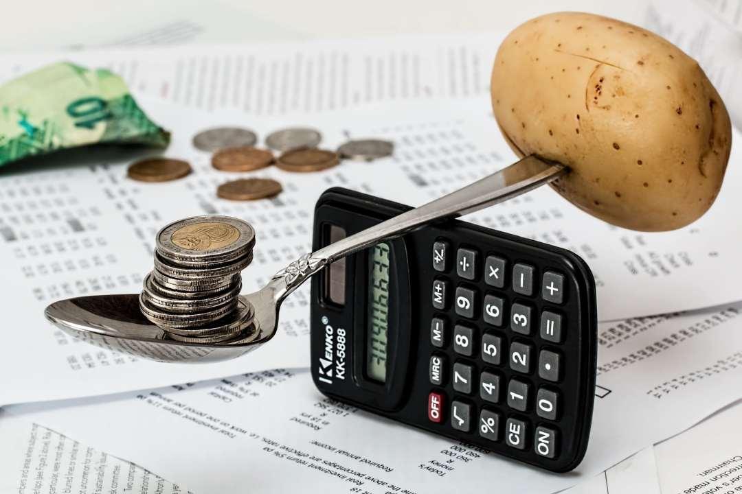 Budget en équilibre sur une calculatrice