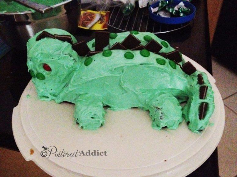 dinosaur birthday cake fail - gift ideas for an 18 year old