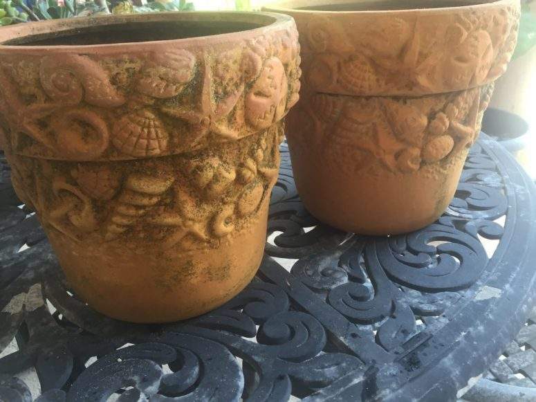 Who knew it would be so easy to make these old pots beautiful again? Modern Masters Copper Patina pots before - Copper Patina Flower Pots